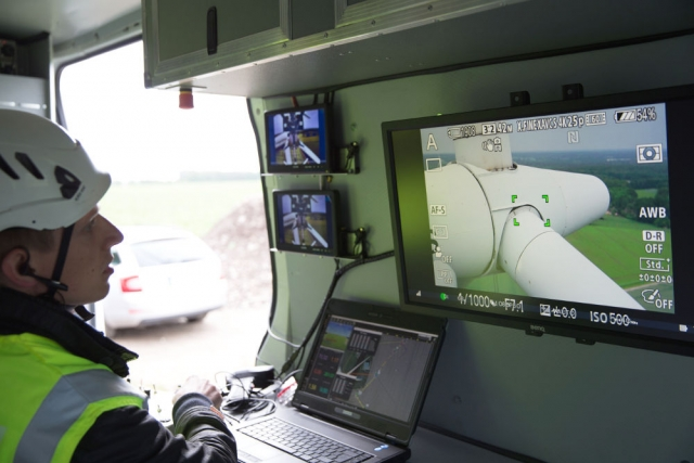 Monitoring-the-autonomous-flight-in-the-mobile-ground-station